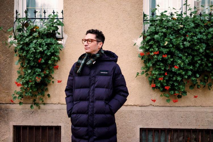 Dizajnér z Rumunska: S Bratislavčanmi ma spája láska k vešaniu kvetov z okien a balkónov